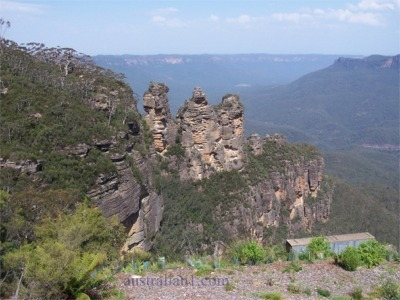 The Three Sisters - A famous rock formation in the Blue Mountains